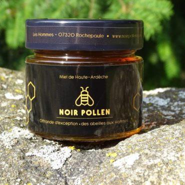 miel-presse-de-printemps-noir-pollen